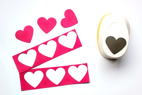 diy-heart-photobooth-1